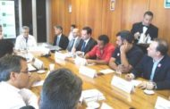 Em reunião, governador estende data de pagamento de reajustes